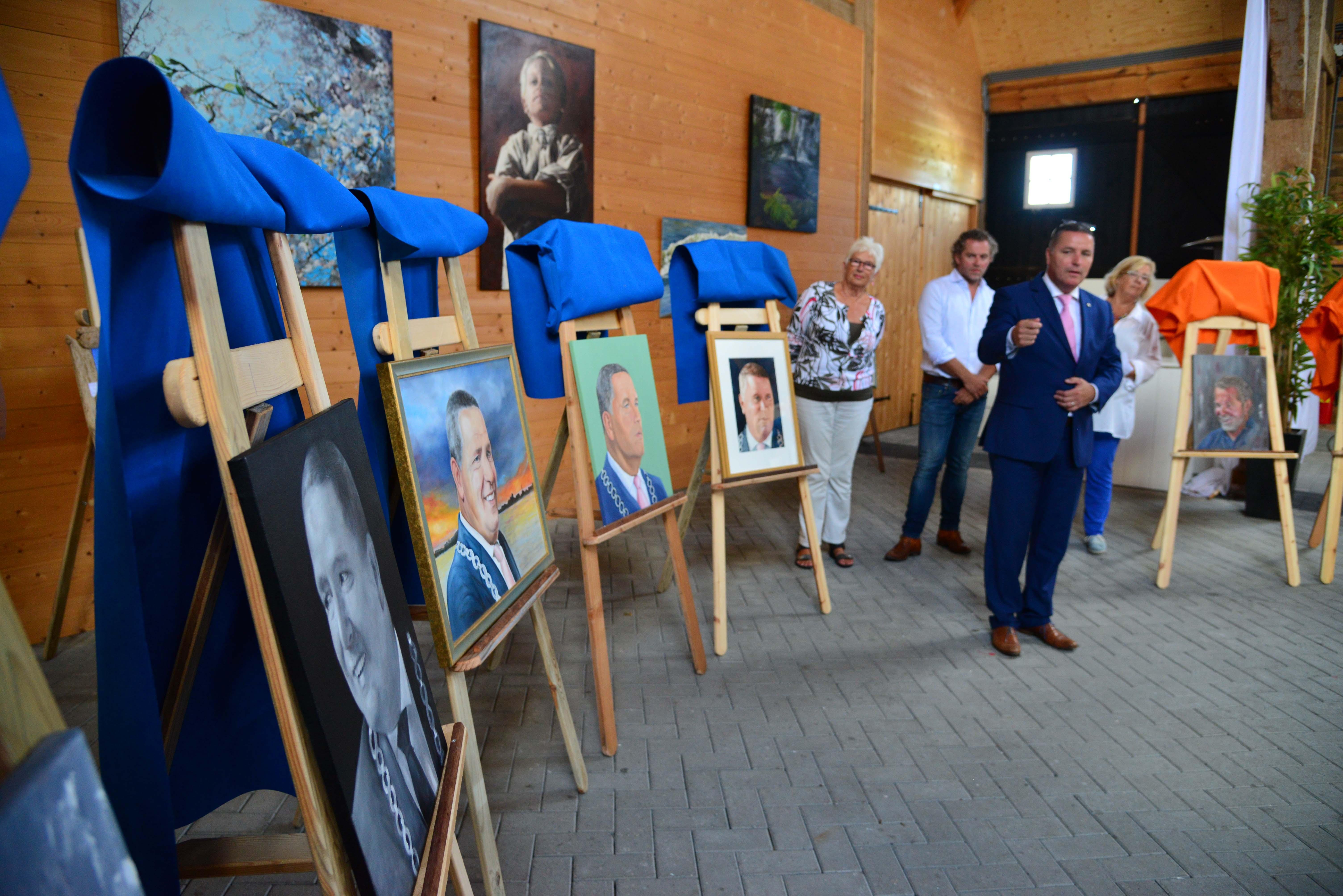 Foto L&Z burgemeester schilderijen
